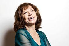 Isabel Allende, een Chileense schrijfster met verschillende bestsellers, kreeg op 24 maart 2017 een eredoctoraat van de universiteit van Gent. Zij geeft hier haar mening over hoe vrouwen sterk zijn.