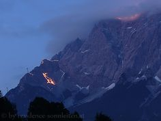Berge in Flammen, jedes Jahr spektakulär in der Tiroler Zugspitz Arena