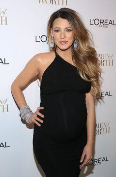 Pin for Later: Blake Lively zeigt sich sexy mit wachsendem Babybauch