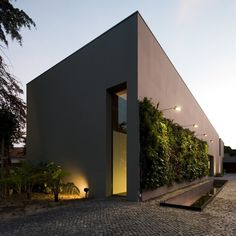 House in Estoril by Frederico Valsassina Arquitectos
