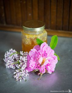 This is a wonderful recipe for a lilac and rose facial mask. Just think of that scent combination! It's an excellent recipe! Face Mask For Pores, Rose Face Mask, Diy Face Mask, Homemade Lip Balm, Homemade Face Masks, Homemade Skin Care, Face Care Tips, Beauty Tips For Face, Beauty Secrets