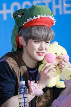 #투모로우바이투게더 #TOMORROW_X_TOGETHER #TXT #Yeonjun #연준 Flower Boys, Just Friends, Kpop Boy, South Korean Boy Band, Boy Groups, Idol, Boyfriend, Stars, Baby