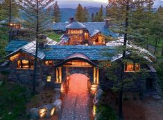 Dream Home Architecture A dreamy Montana mountain retreat: Great Northern Lodge. ∘⚜∘Rustic Log Homes Chalet House, Log Home Designs, Mountain Homes, Mountain Living, Mountain Cabins, Log Cabin Homes, Cabins And Cottages, Dream House Exterior, Dream Home Design