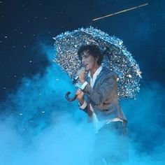 Mika with his silver umbrella - unknown gig (gray jacket)