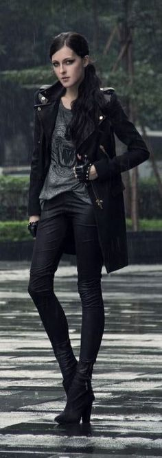Leather coat, black jeans. Gloves, I wouldn't wear, but I'd wear everything else.