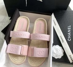 Dr Shoes, Hype Shoes, Me Too Shoes, Cute Sandals, Shoes Sandals, Pink Sandals, Estilo Coco Chanel, Chanel Slides, Chanel Boots