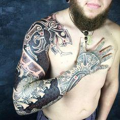 Let loose the Dragons. I really enjoyed doing this. Heavier nordic tattoos is definitely something i want to make more of :). #barcelonatattoo #barcelona #tattoo #sleeve #dragontattoo #nordictattoo #nordicdesign #nordic #rune #futhark #bindrune #tattoo #geometry #floweroflife #viking #vikings #vikingink #vikingtattoo #truenordic #wyrm #mammen #mammentattoo