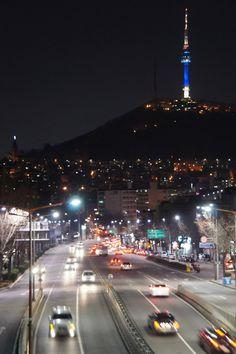 CJ Seoul Tower, mais conhecida como Namsan Tower ou Seoul Tower, é uma torre de comunicação e observação localizada no Monte Namsan, região central de Seul, Coreia do Sul. Ela marca o ponto mais alto em Seul.