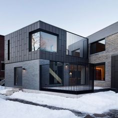 Résidence McCulloch by _naturehumaine[architecture design] Montreal, Canada Black zinc cladding. Vertical steel screens create intimacy on the street angle while revealing Mount Royal's forest behi Architecture Design, Minimalist Architecture, Facade Design, Residential Architecture, Contemporary Architecture, Exterior Design, Zinc Cladding, House Cladding, Facade House