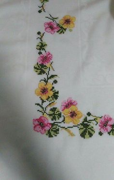 This Pin was discovered by Güs Cross Stitch Love, Cross Stitch Flowers, Cross Stitch Designs, Cross Stitch Patterns, Hand Embroidery Design Patterns, Bargello, Henna Designs, Pattern Design, Diy And Crafts