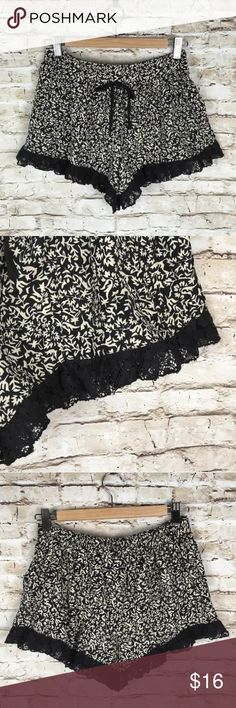 Band of Gypsies Black White lace trim Shorts Sz S NORDSTROM Band of Gypsies Black White lace trim Short Shorts  Sz S  Details: elasticized waist, faux drawstring, lace trim. Gently used condition. No flaws. Band of Gypsies Shorts
