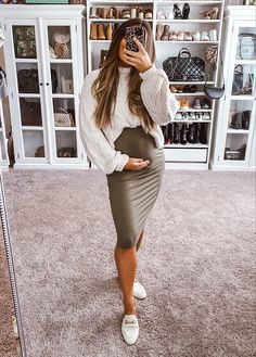 Spring Maternity, Maternity Skirt, Maternity Wear, Maternity Winter Dresses, Winter Maternity Fashion, Casual Maternity Outfits, Stylish Maternity, Cute Maternity Style, Maternity Styles