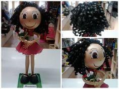 Fofucha con ramo de flores #fofucha #fofuchapersonalizada #manualidades #handmade #flores #rizos