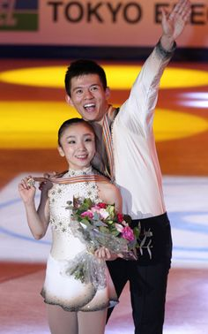 Just read the news. I'm gonna miss this pair. :-( Narumi Takahashi and Mervin Tran celebrate their bronze medal in the world championships in Nice, France, on March 30. (Hiroki Endo)