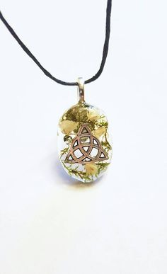 Check out this item in my Etsy shop https://www.etsy.com/listing/482719269/celtic-triqueta-symbol-real-flowers-moss