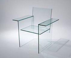 ガラスの椅子