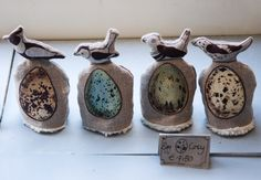 little egg cosies -- utterly gorgeous. On top of each one there is a bird with the corresponding egg on the front. What a brilliant gift for the holiday season. Art Folder, Arts And Crafts, Diy Crafts, Textiles, Nature Table, Bird Design, Ceramic Clay, Fabric Art, Bird Feathers