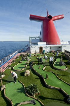 STRANGE MINIATURE GOLF COURSES AND PUTT PUTT HOLES - CRUISE SHIP COURSE