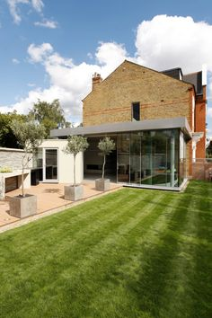 ​Huron Road, London : Modern houses by Volume 3