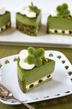 Weight Loss Diet After Giving Birth - Lose Belly Fat Naturally - Diat Rezepte Green Tea Dessert, Matcha Cake, Decoration Patisserie, Japanese Cake, Green Tea Recipes, Tea Cakes, Sweet Cakes, Sweets Recipes, Bakery