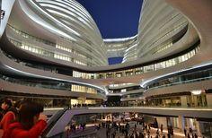 Galaxy Soho, empreendimento composto por quatro torres destinadas a escritórios, comércio e espaços de entretenimento no centro de Pequim, na China.