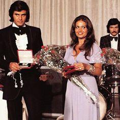 Farklıydılar!..Fazla yakışıklı fazla güzeldiler!..Başarılı ve saygıyı hakedendiler!..Öyle kaldılar..
