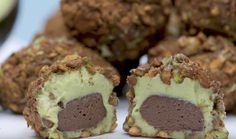 We've put avocados in chocolate pudding and Fraps, so what's next? These creamy truffles combine white and dark chocolate with delicious White Chocolate Truffles, Chocolate Mix, Chocolate Pudding, White Chocolate Chips, Melting Chocolate, Chocolate Chip Cookies, Taco Bell Crunchwrap Supreme, Popsugar Food, Vegetarian Chocolate