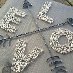 Method of Making String Art Letters art string stringart - You must have seen some beautiful string art projects? If you are also interested in making one on your own, then don`t worry it is really easy. String Art Letters, String Art Diy, String Crafts, Cute Crafts, Crafts To Sell, Easy Crafts, Arte Linear, Creation Deco, Craft Night
