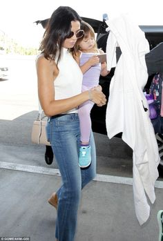 Jenna Dewan looks chic in white as she jets out of LA with daughter Everly | Daily Mail Online