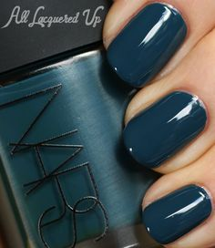 Holiday navy blue nails, dark teal, manicures, dark nails, family h Nail Polish Trends, Nail Polish Colors, Nail Trends, Nars Nail Polish, Green Nail Polish, Color Nails, Nail Polishes, Color Trends, Hair Color