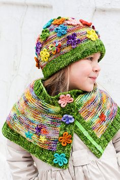 This capelet and hat are so stinking cute! Ravelry: Kveta Capelet pattern by Monika Sirna