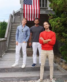 📍Canadian in America. Mr. @simonhuck (and crew) in our Faded Red, Le Canadien Crewneck. Photo: @keefgriffin. #madeincanada #provinceofcanada #canada #america #cozy