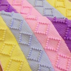 Renkli örgü bebek battaniyesi