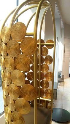 Golden Harvest à la Gallery Bensimon - collection de Guto Requena réalisée à partir de l'herbe dorée (Capim Dourado) du Bresil et avec la collaboration des indiens Xerente.