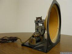 Vintage Dynamic Speaker with Horseshoe Magnet