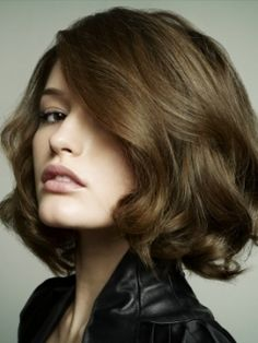 short hair with easy, soft curls. A very modern take on the simple bob indeed. For Jenna,not me!