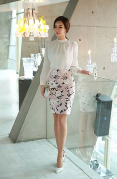 Romantic Floral Print Pencil Skirt - Korean fashion - Women in Uniform Stylish Work Outfits, Business Casual Outfits, Professional Outfits, Classy Outfits, Chic Outfits, Casual Work Attire, Look Fashion, Korean Fashion, Fashion Tips