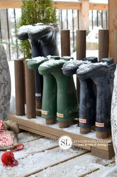 10 Smart Ways to Keep Shoes Tidy. This one for the bee boots! Boot Organization, Shoe Organizer, Organizing Ideas, Boot Storage, Diy Shoe Storage, Porch Storage, Pallet Storage, Shoe Tidy, Boot Rack