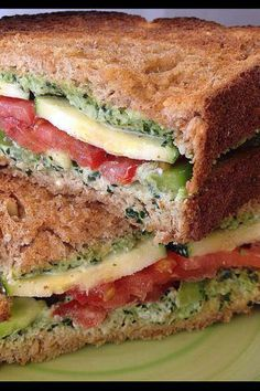 Veggie Sandwiches with Creamy Kale Spread