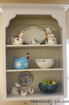 Remove the doors from a cabinet in your kitchen for low-cost but trendy open-shelving. Home Improvement Projects, Home Projects, Home Renovation, Home Remodeling, Furniture Makeover, Diy Furniture, Ikea, Estilo Country, Open Cabinets
