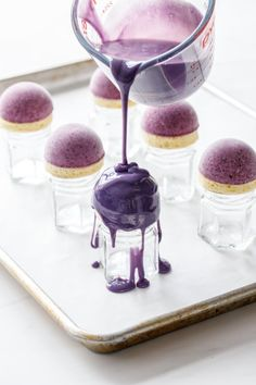 Mini Blueberry Mousse Cakes with Mirror Glaze - - Mini Blueberry Mousse Cakes with Mirror Glaze Baking Is Like Breathing….Deep Breath How to make a mirror glaze for mini blueberry mousse cakes para hacer Fancy Desserts, Köstliche Desserts, Plated Desserts, Dessert Recipes, Cake Recipes, Zumbo Desserts, Appetizer Recipes, Food Deserts, Elegant Desserts
