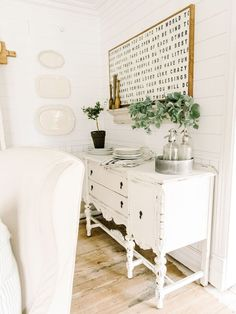 Ideas for farmhouse dining buffet furniture Farmhouse Buffet, Dining Room Buffet, Dining Room Walls, Dining Room Design, White Buffet Table, Kitchen Buffet, Farmhouse Windows, Farmhouse Decor, White Buffet Cabinet