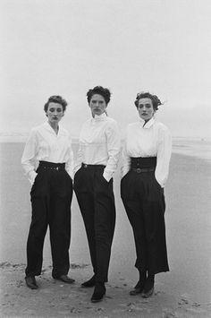 4-LYNNE KOESTER, MARIE-SOPHIE WILSON, TATJANA PATITZ, COMME DES GARCONS, LE TOUQUET BEACH, FRANCE, 1987