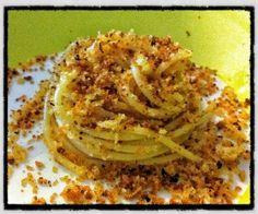 Pasta con la mollica - ricetta Basilicata    (ricetta di Sognando in Cucina) Pasta Dishes, Food Dishes, Fish Recipes, Pasta Recipes, Spaghetti Soup, Sicilian Recipes, Italian Dishes, Italian Pasta, My Favorite Food