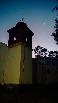 Foto tomada por mi celular de la Capilla de El Progreso, Veracruz en una tarde noche de diciembre.