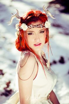Sesión de fotos fantasía de princesa en la nieve en el bosque en Barcelona, sesión de fotos princesa costurero real, retrat, portrait, hospitalet, Gala Martinez, 274km, recuerdo, record, remember, princesa, princess, dona, mujer, retrato, montseny