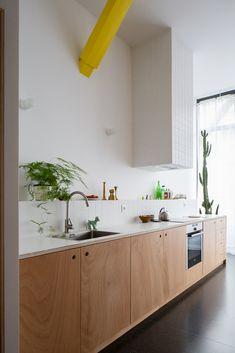 Image 6 of 27 from gallery of Apartment BDD / Jean Benoît Vétillard Architecture. Photograph by Giaime Meloni Modern Kitchen Cabinets, Modern Kitchen Design, Kitchen Interior, Kitchen Decor, Minimalist Apartment, Kitchen Stories, Cuisines Design, Cabinet Design, Beautiful Kitchens