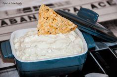 Pastinha (patê) de Gorgonzola - - 150g de Cream Cheese Philadelphia - 80g de queijo gorgonzola - 1 dente de alho - 100g de creme de leite