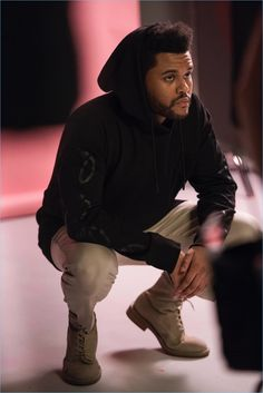 #Fashion: THE WEEKND FOR H&M CAMPAIGN || Following in the footsteps of the famous David Beckham, the singer from The Weeknd, collaborates with H&M, for a selected Spring Icons or wardrobe essentials. Before the total discloser of this collaboration, H&M is launching some photos behind the scenes of the actor's campaign. Looks cool,