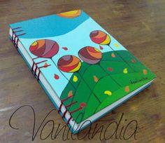 MODELO: Otoño Cuadernos tamaño A5 (15cm x 21cm) Tapa dura, de cartón pintadas a mano en su integridad con varias capa de barniz para proteger el dibujo. 104 hojas lisas de papel de 80g/m2 Book Binding, Book Making, Art Sketchbook, Diy Tutorial, Ideas Para, Art For Kids, Scrap, Notebook, Tapas